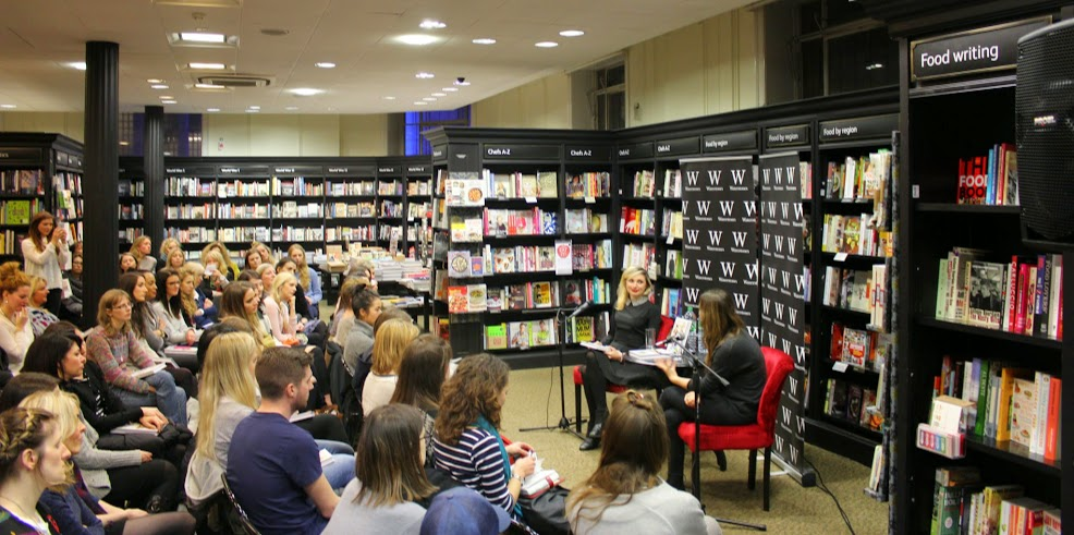 ella-waterstones-crowd