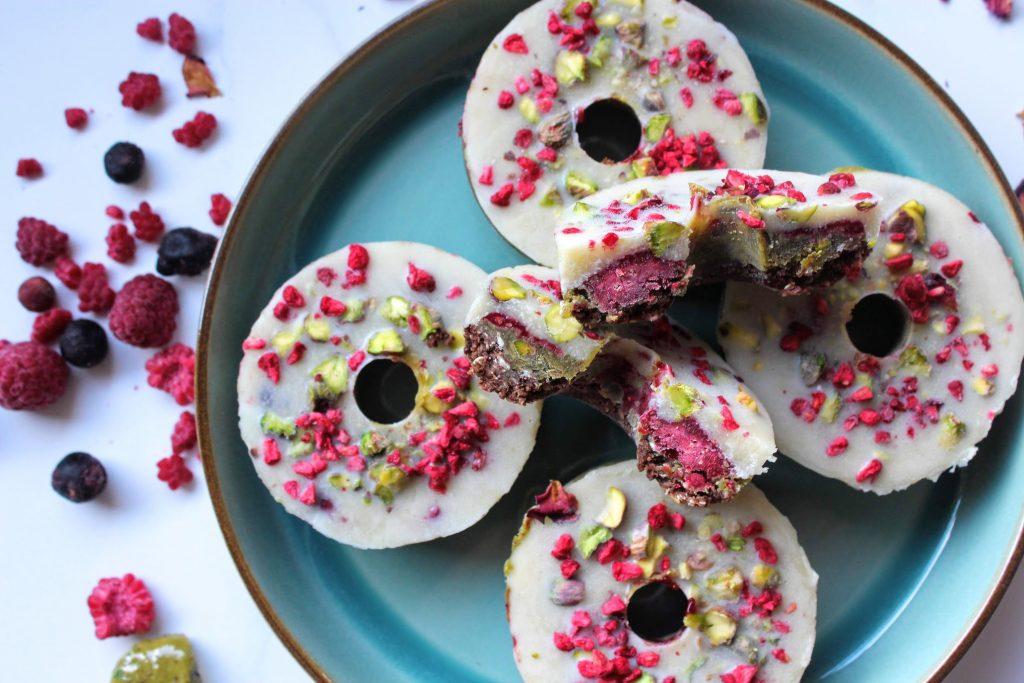 Rosquinhas de pistache, bagas e chocolate branco - SpamellaB's Health Food Blog 3