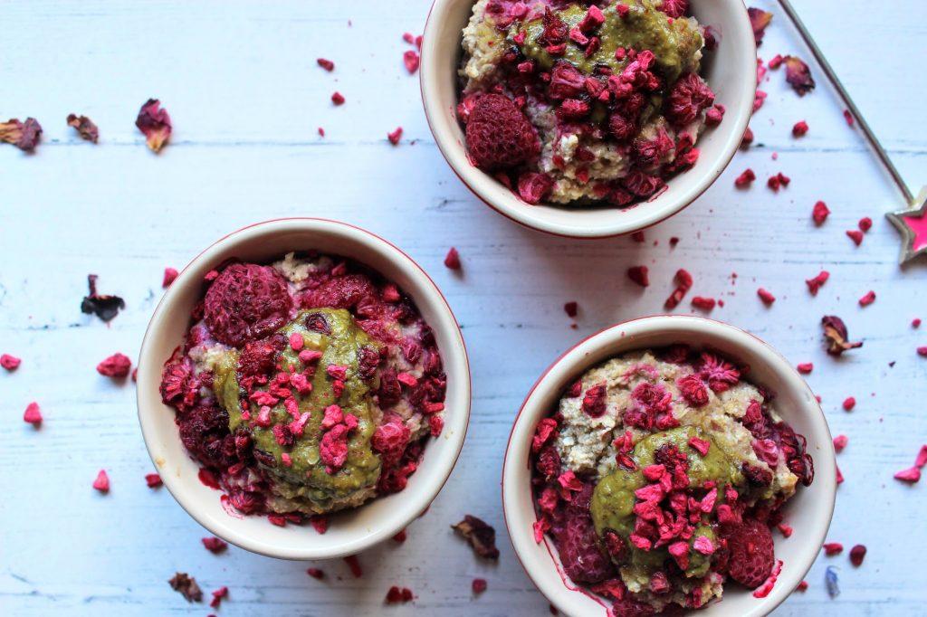 Potes de aveia assados com framboesa e pistache - SpamellaB's Health Food Blog 3