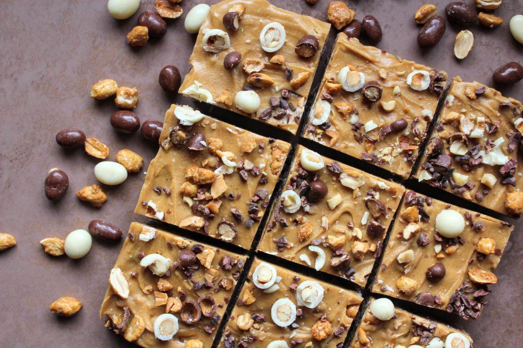 Barras de chocolate, caramelo salgado e manteiga de amendoim - SpamellaB's Health Food Blog 3