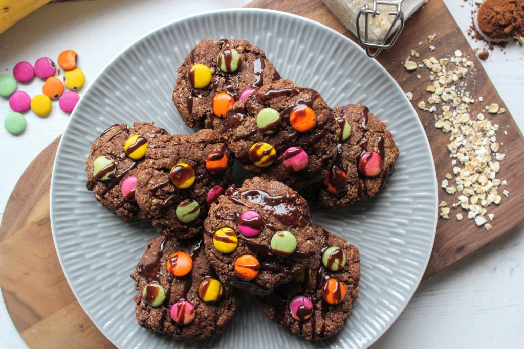 Cookies coloridos com gotas de chocolate - SpamellaB's Health Food Blog 8