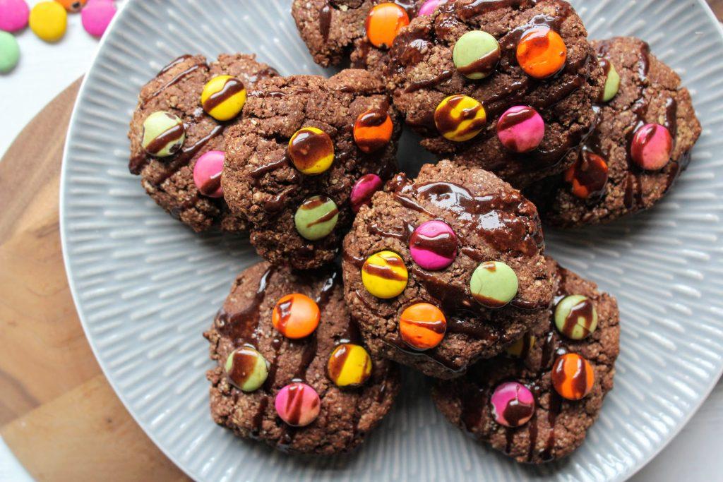 Cookies coloridos com gotas de chocolate - SpamellaB's Health Food Blog 3