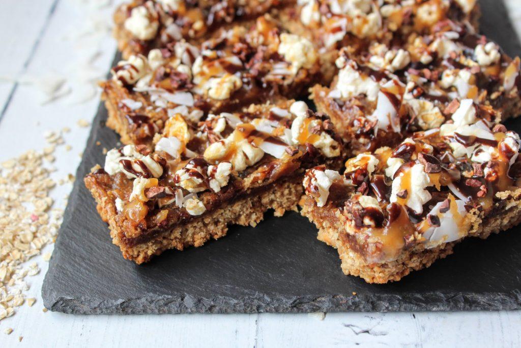 Barras de pipoca de caramelo Crunch - SpamellaB's Health Food Blog 4