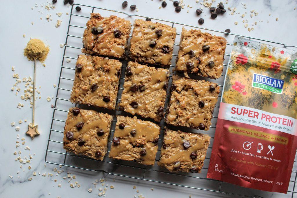 Barras de proteína de pão de gengibre com pedaços de chocolate - Blog de comida saudável de SpamellaB 3